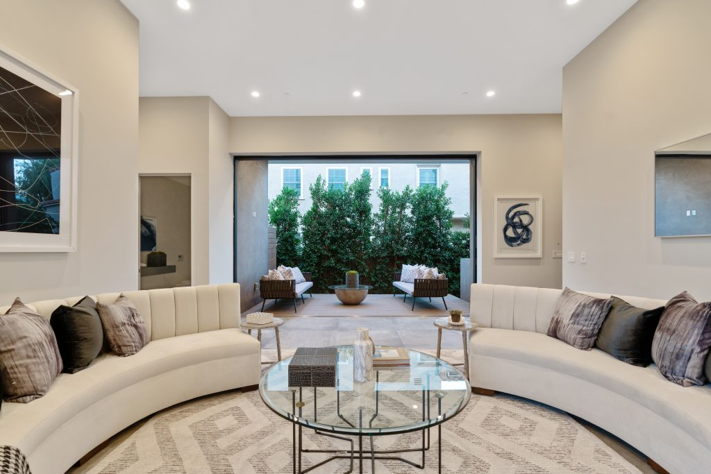 Showing Beverly Grove home living  room