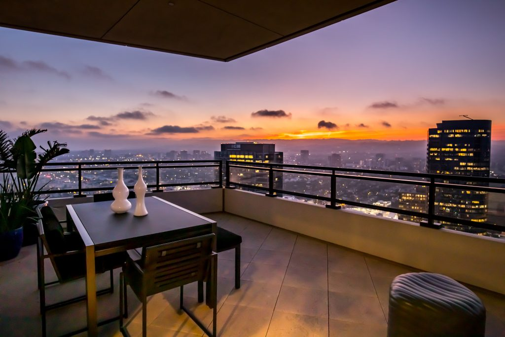 Home of the Week: Matthew Perry's astonishing LA sky palace deck