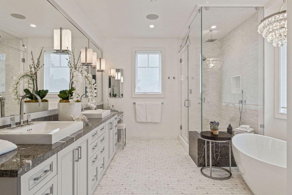 Rare retreat in prime Santa Monica bathroom