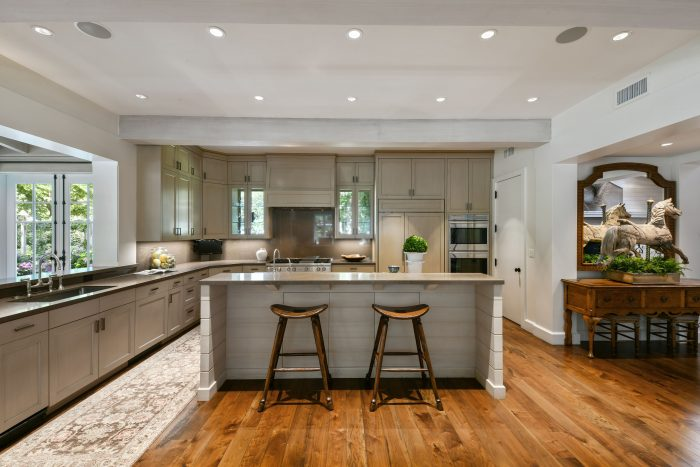 This home is convenient to award-winning Happy Valley Elementary, top-rated public and private schools, the Lafayette Reservoir, Oakwood Athletic Club, and bustling downtown Lafayette, with a comfortable 20-mile commute to San Francisco.