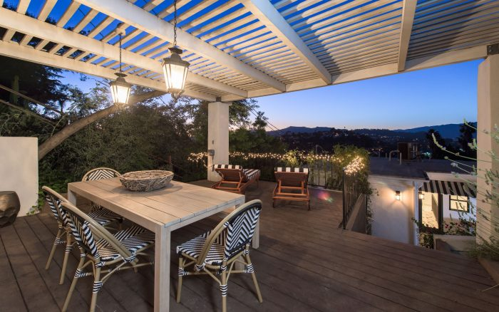 Mediterranean refuge in Silver Lake hills - patio