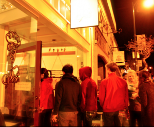 A line of customers outside Berkeley's Ici ice cream parlor.