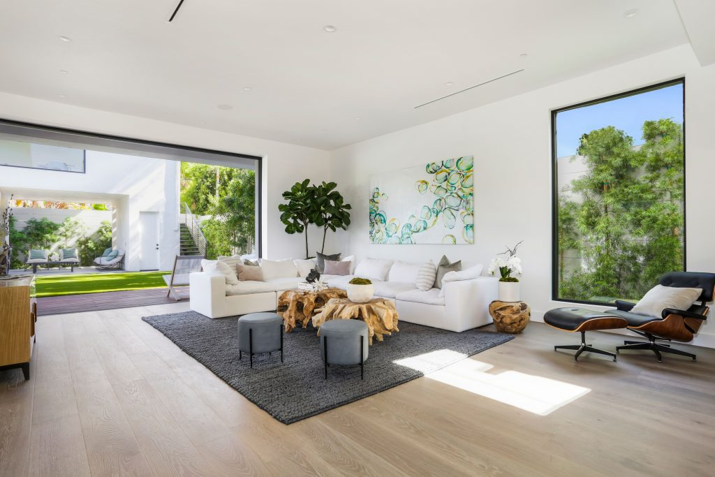 Showing creative home in LA living room