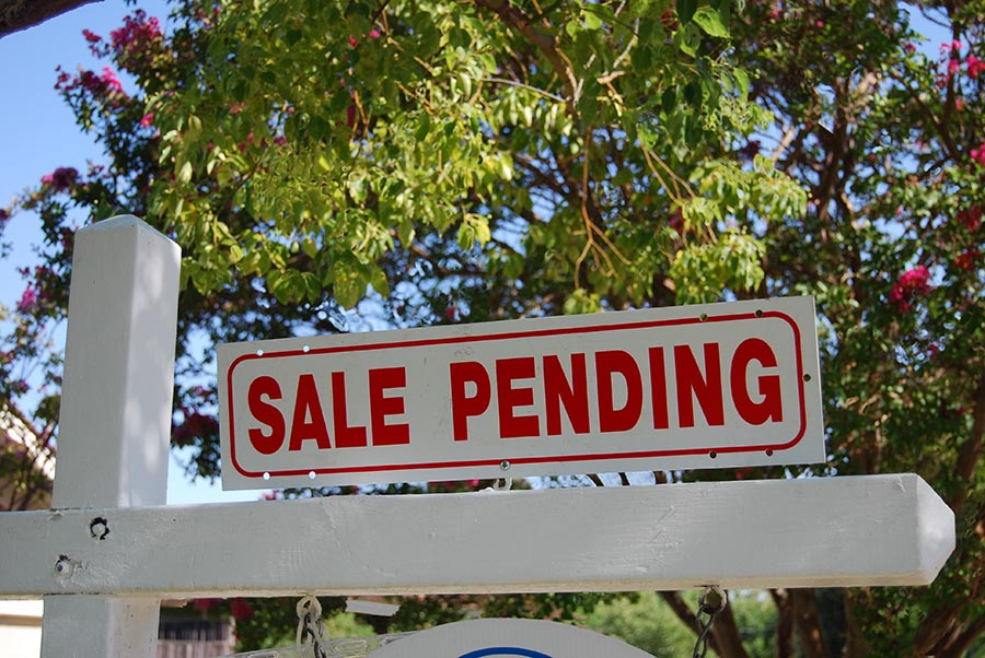 Sale Pending Real Estate Sign