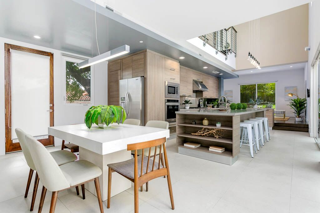 Airy modern home in Sierra Madre
