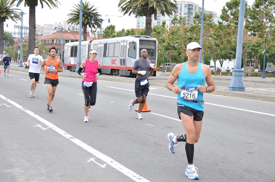 runners in the SF marathon