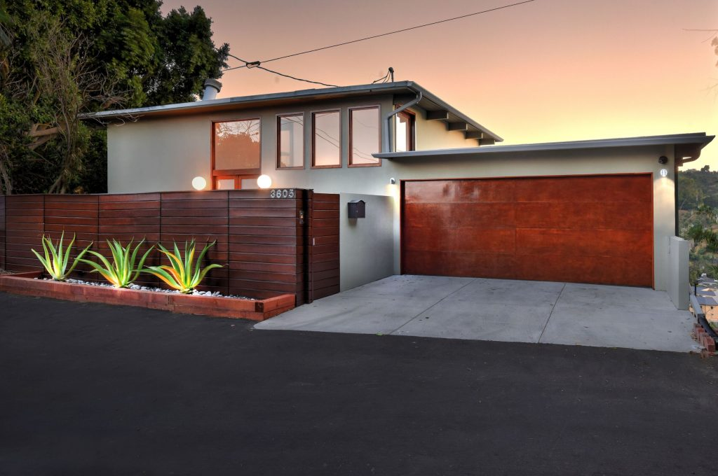 Mid-Century Post & Beam in Studio City outside view