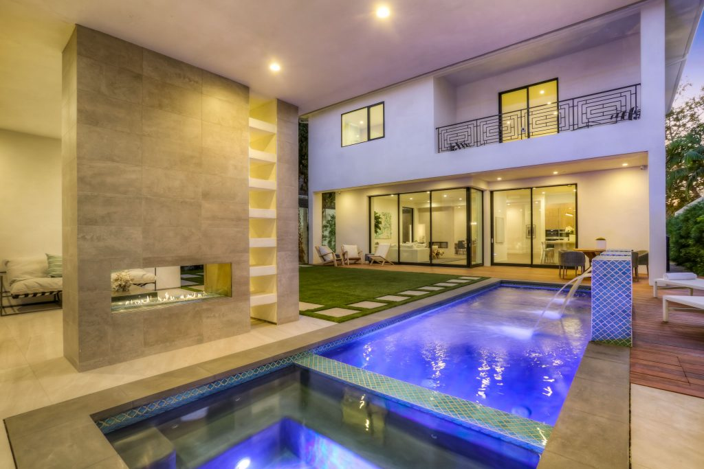 Showing creative home in LA pool
